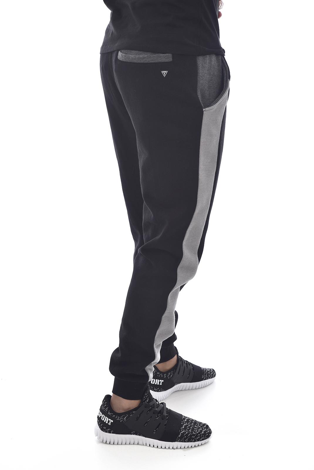 Pantalons sport/streetwear  Guess jeans U84Q12 FL01F A996 JET BLACK