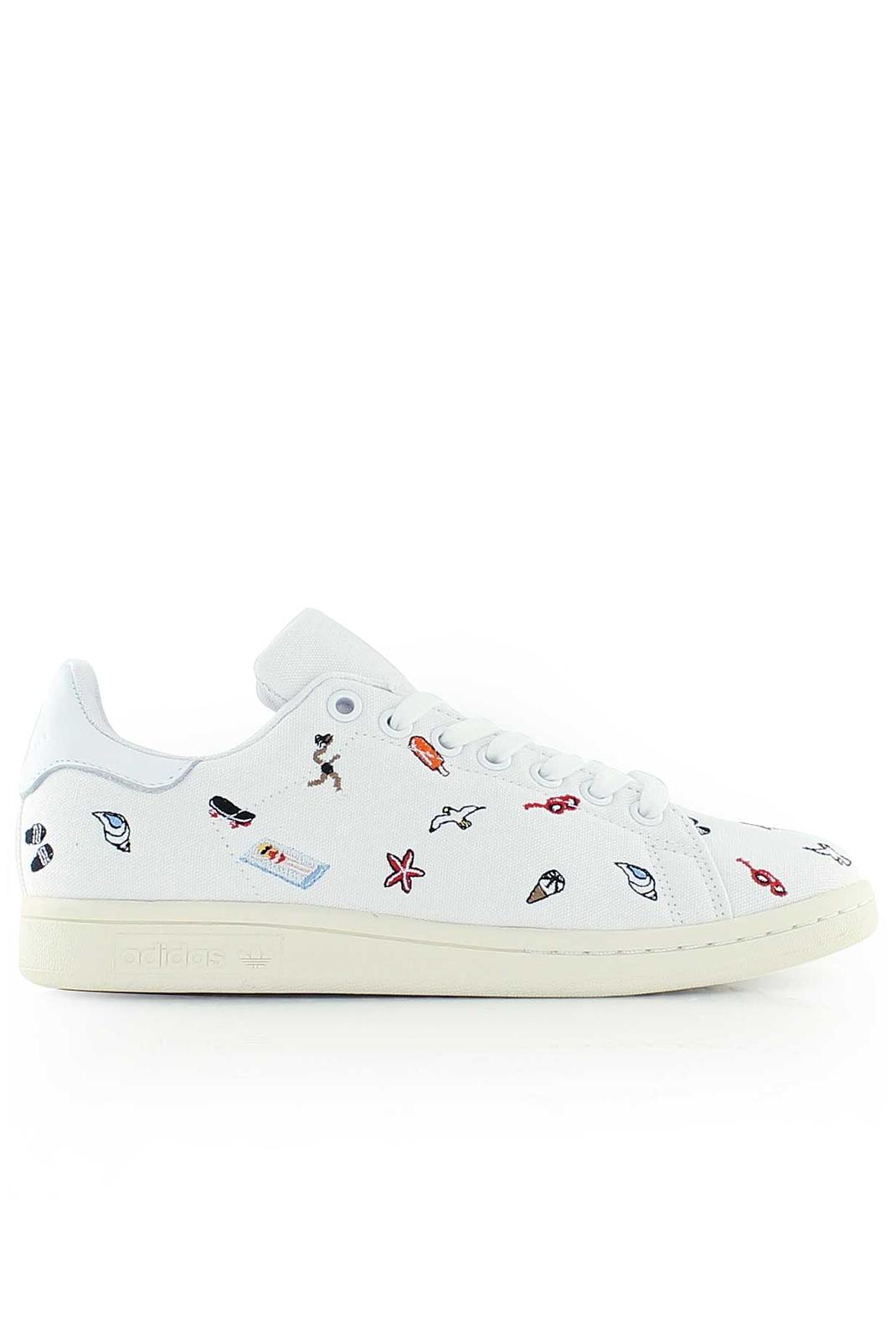Baskets / Sneakers  Adidas BZ0392 STAN SMITH BLANC